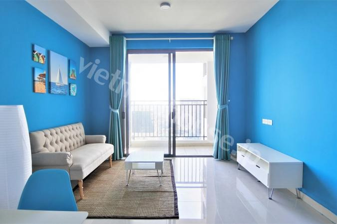 The Tresor apartment and its shining azure paint