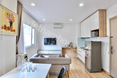 Newly renovated, sun-filled, one bedroom unit with balcony